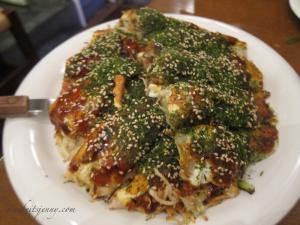 MOCHI CHEESE NIKUTAMA (Okonomiyaki with cheese & sticky rice cake)