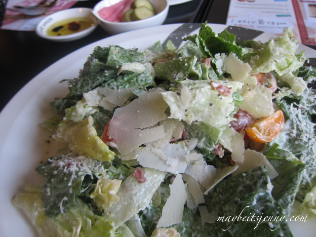 I really felt like some fresh greens after a trip of eating pickled and seasoned veggies.  This salad was AMAZING.